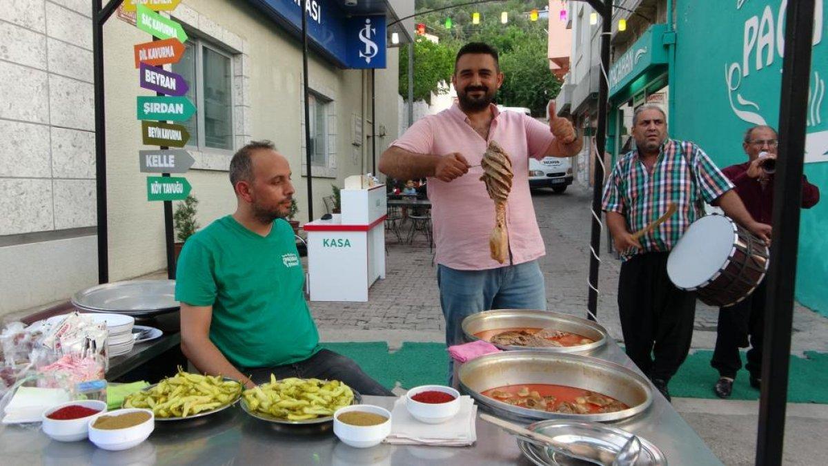 Adana daki şırdancı esnafından kısıtlamaya davul zurnalı veda #1