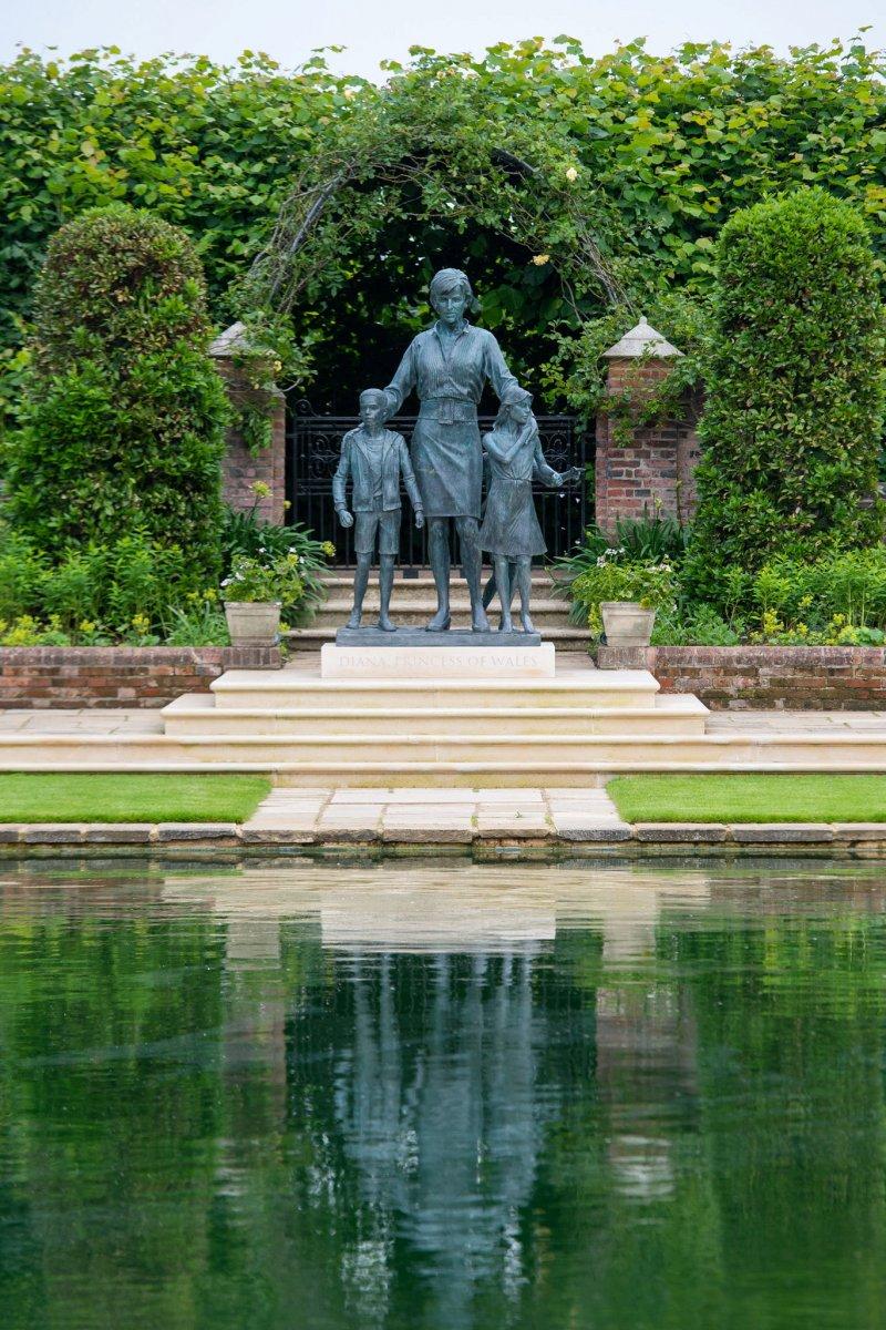 Prenses Diana'nın heykeli Londra'da açıldı #3