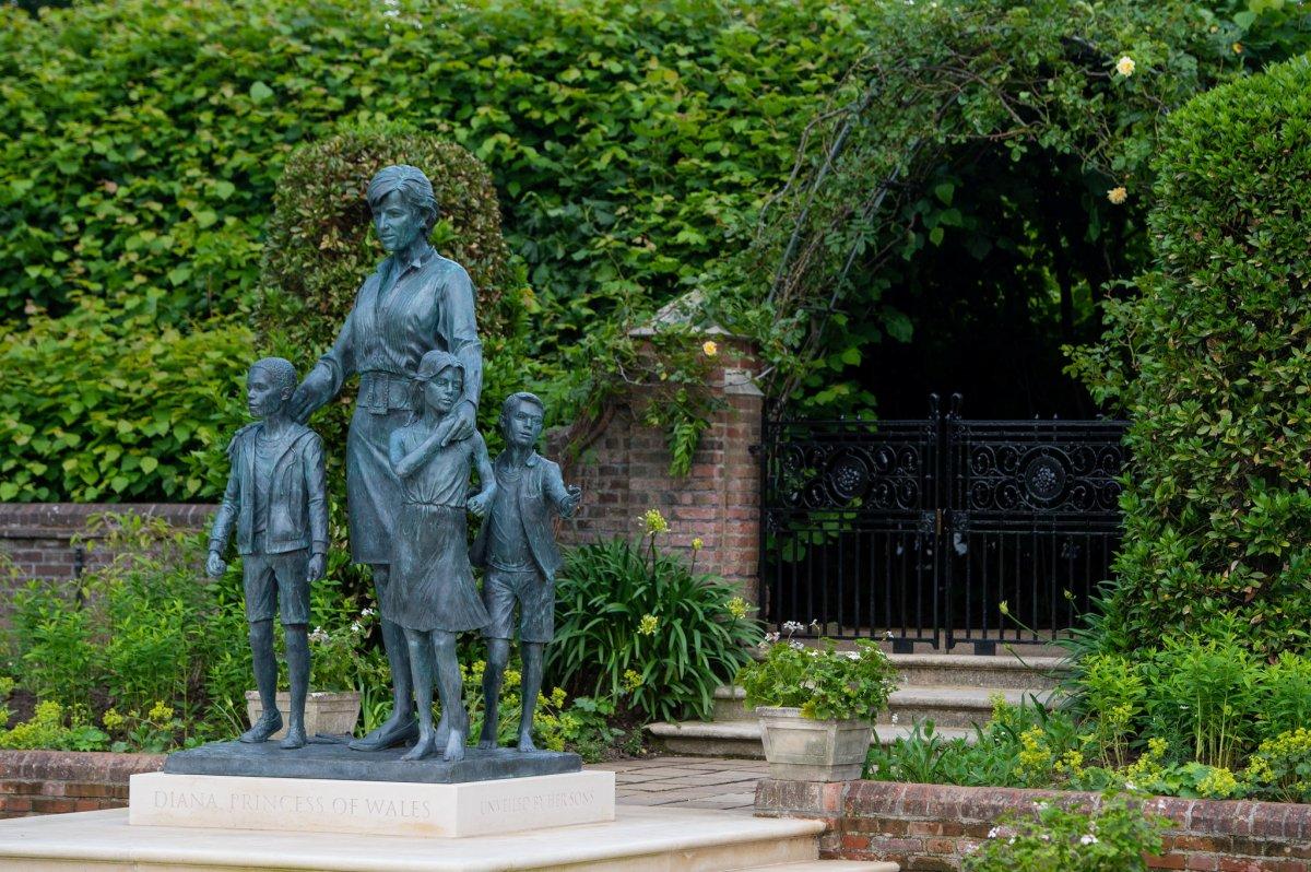 Prenses Diana'nın heykeli Londra'da açıldı #2