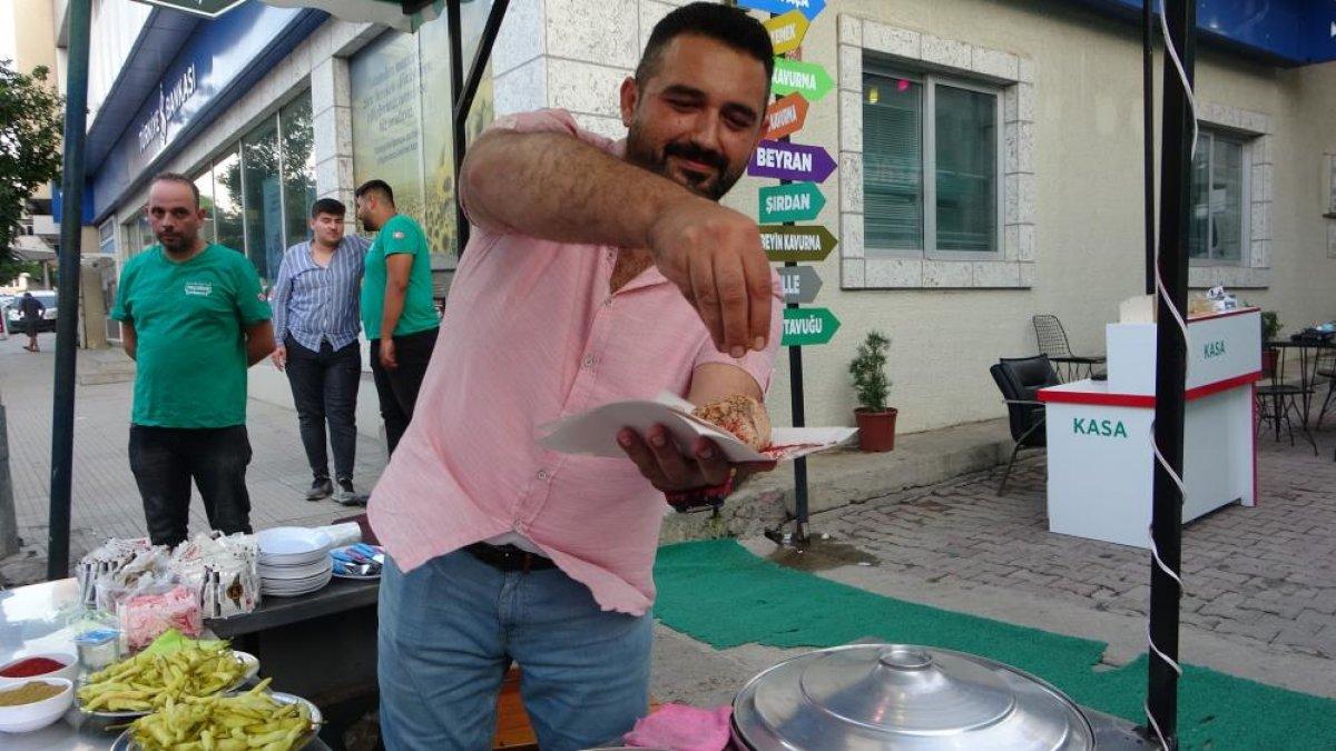 Adana daki şırdancı esnafından kısıtlamaya davul zurnalı veda #2