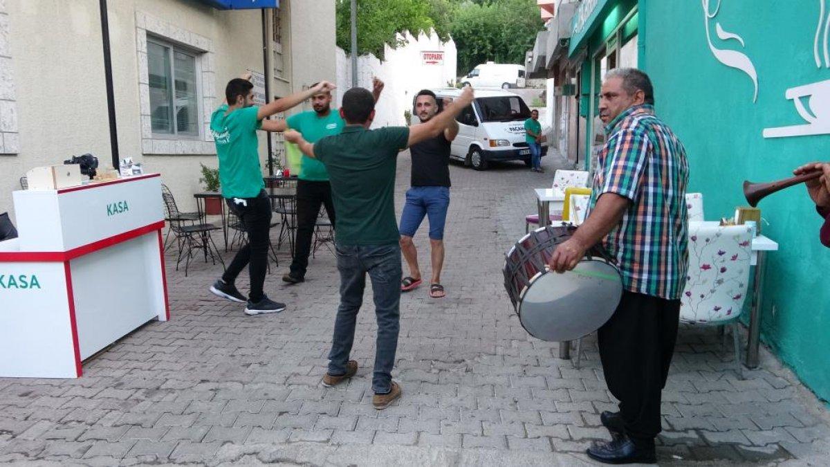 Adana daki şırdancı esnafından kısıtlamaya davul zurnalı veda #4