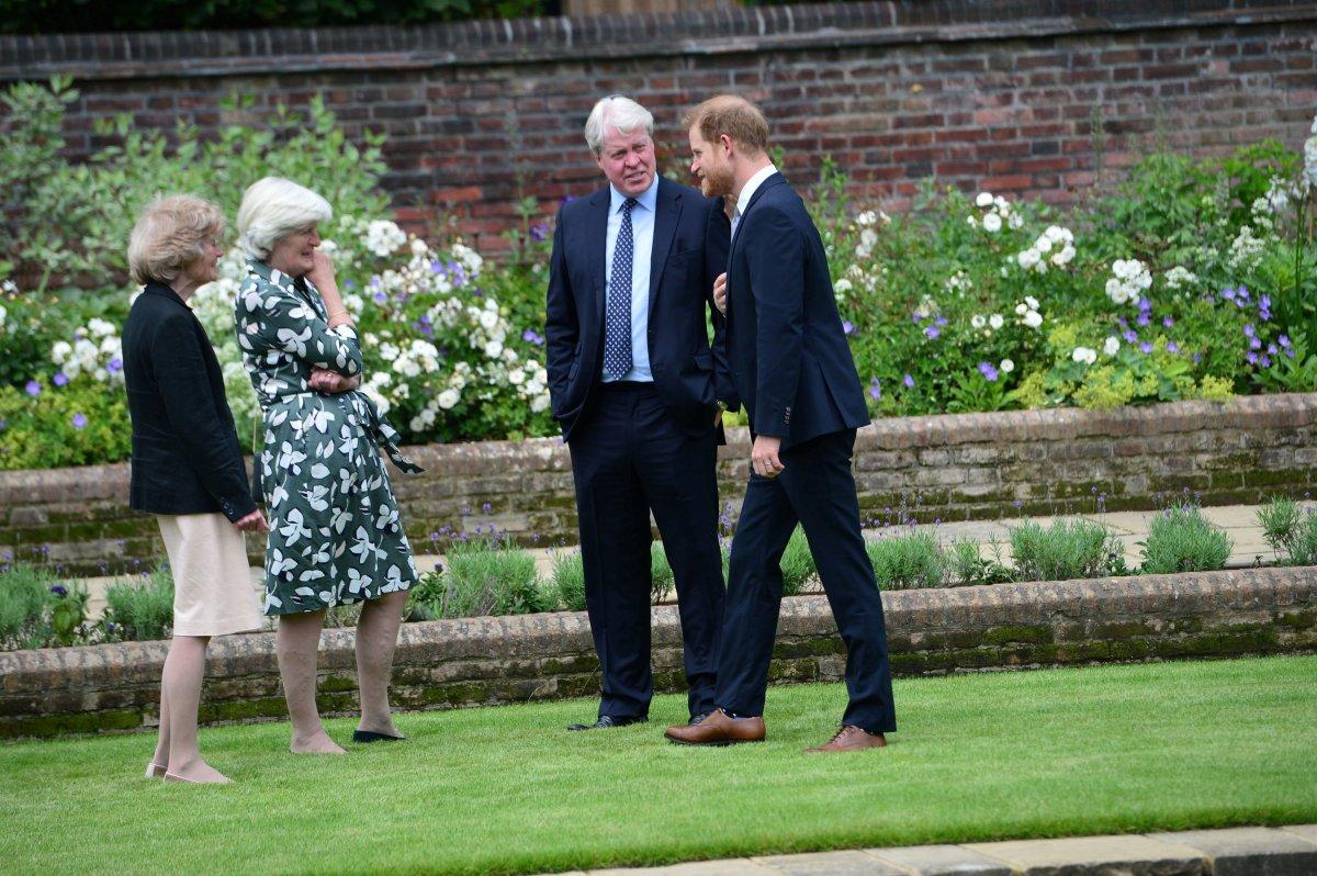Prenses Diana'nın heykeli Londra'da açıldı #5