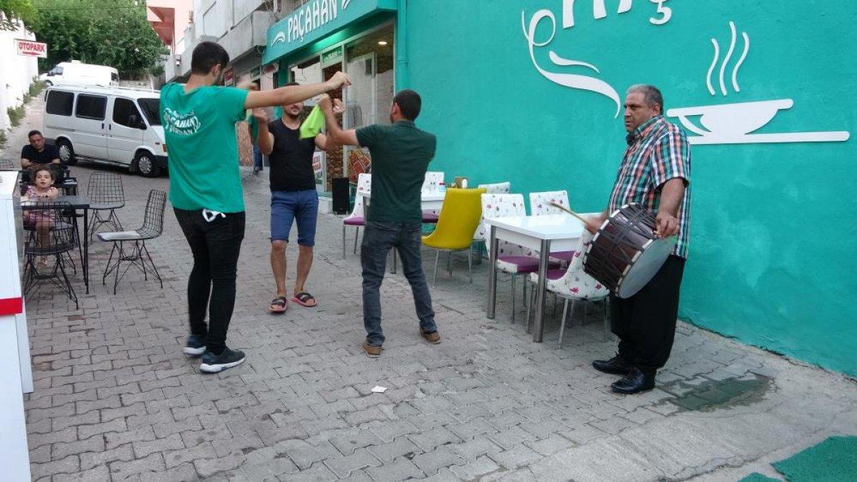 Adana daki şırdancı esnafından kısıtlamaya davul zurnalı veda #5