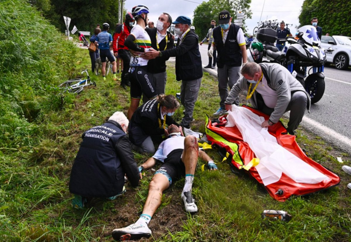 Fransa Bisiklet Turu nda kazaya sebep olan kişi teslim oldu #3