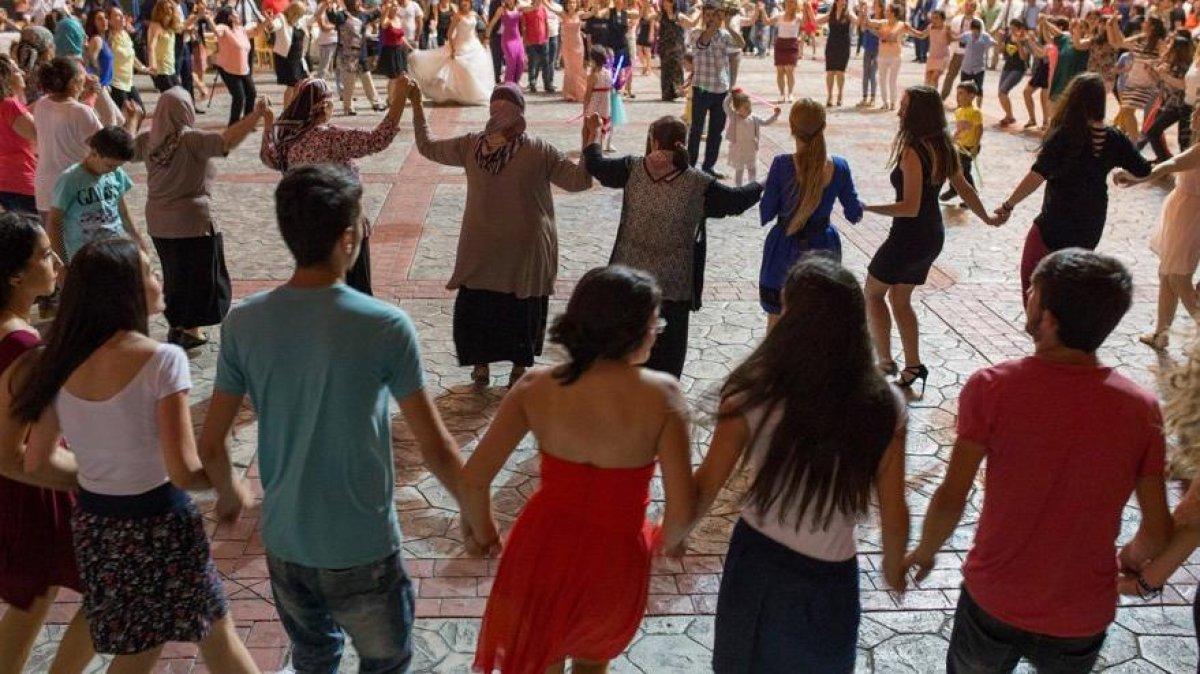 Fransız vekil Genevard: Düğünlerde yabancı danslar yasaklansın #1