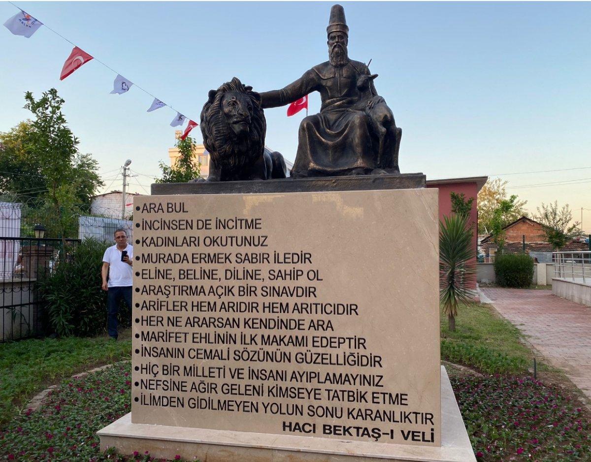 CHP li Muratpaşa Belediyesi nden Hacı Bektaş Veli heykeli  #1