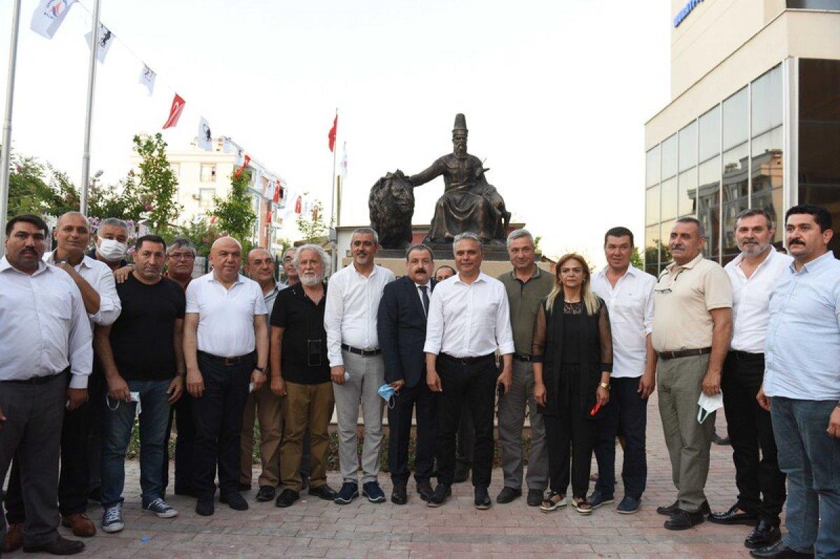 CHP li Muratpaşa Belediyesi nden Hacı Bektaş Veli heykeli  #2