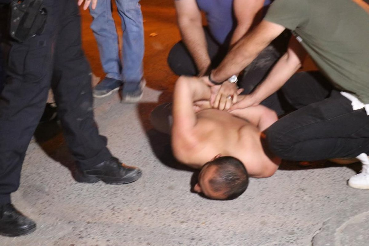 Sakarya da alkollü şahıs polislere zor anlar yaşattı #1