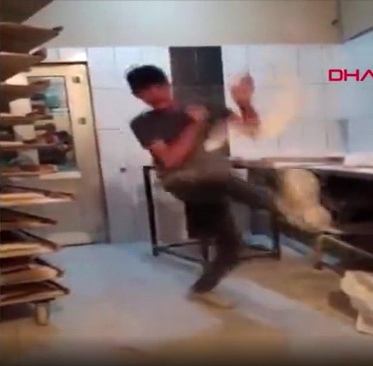 Van da ekmek hamuruyla top gibi oynayan fırın çalışanı serbest bırakıldı #3