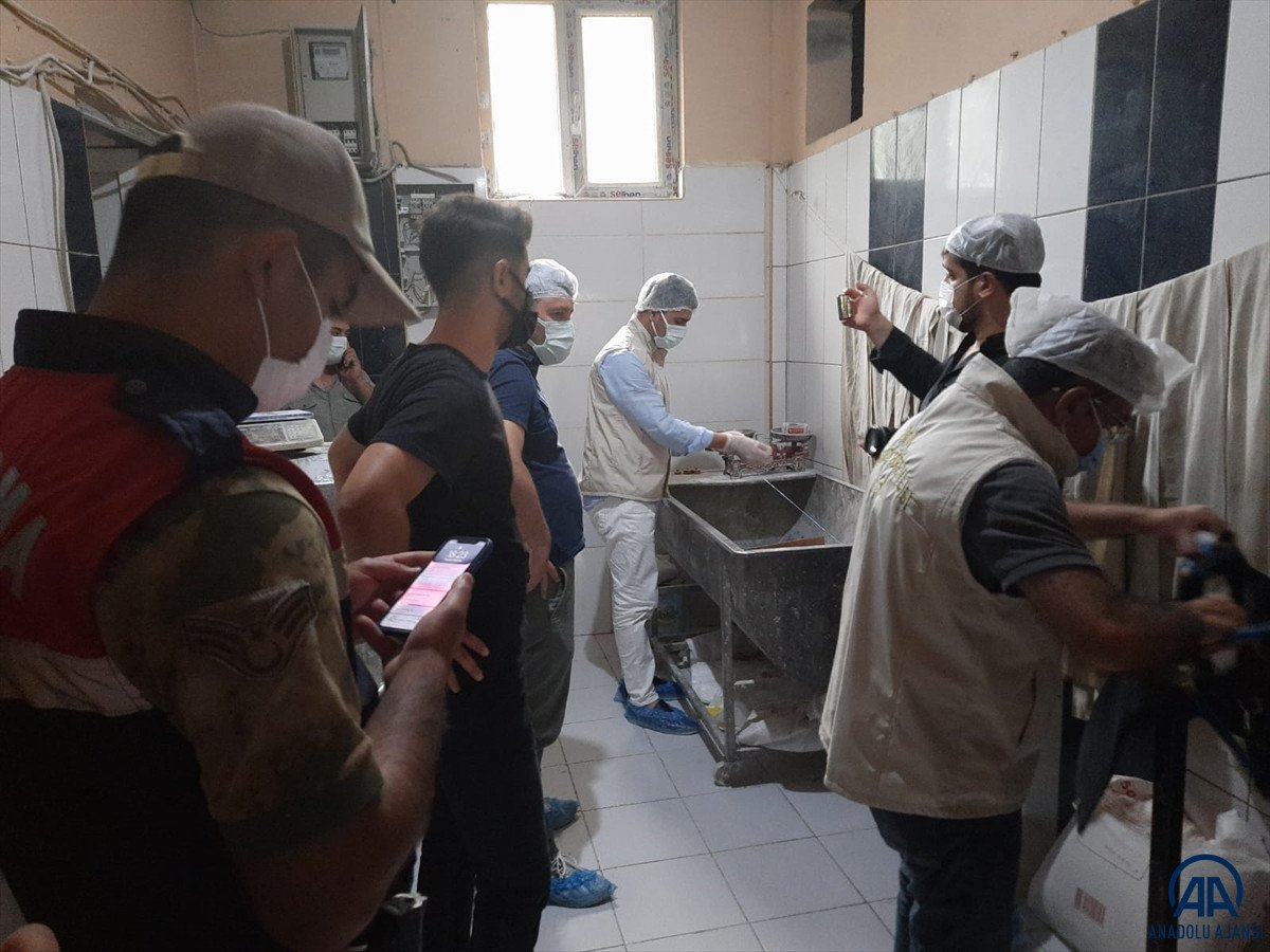 Van da ekmek hamuruyla top gibi oynayan fırın çalışanı serbest bırakıldı #11