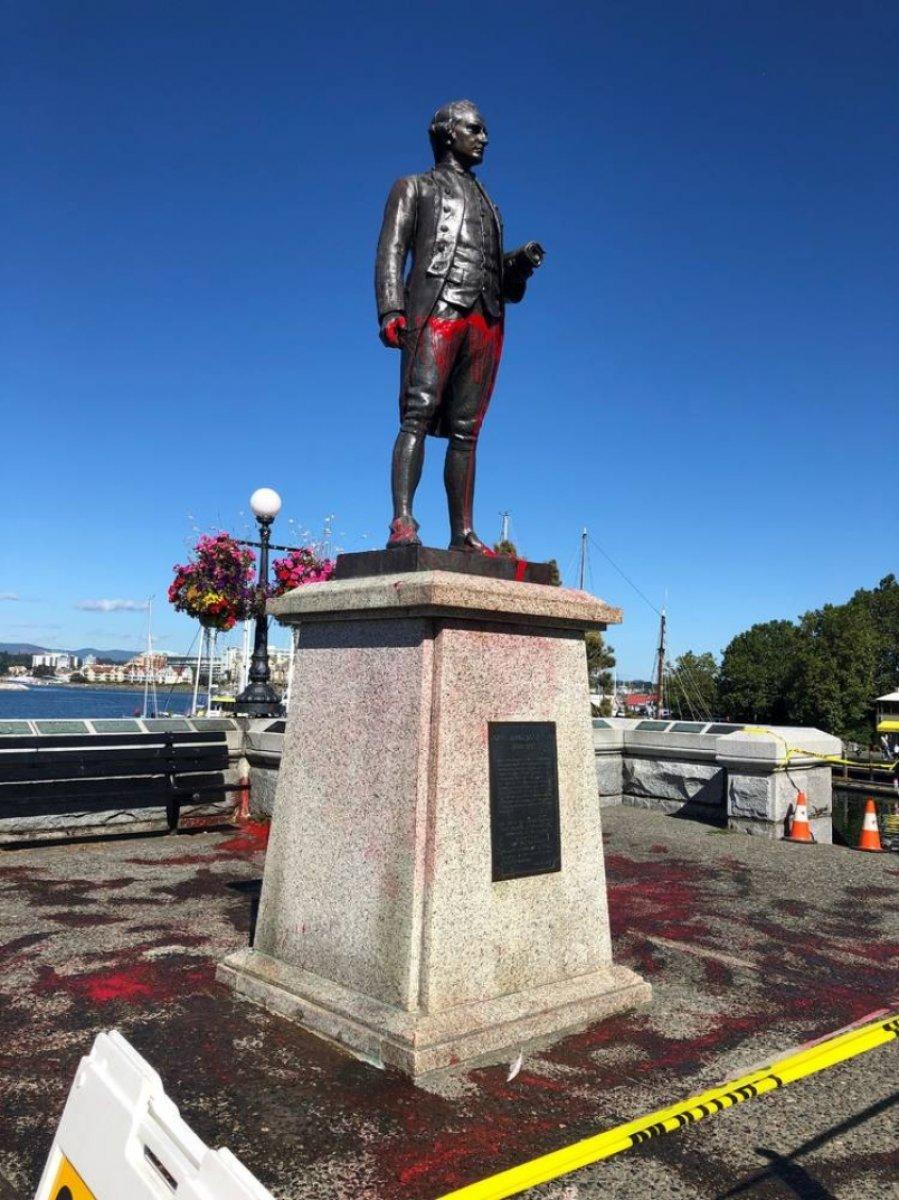 Kanada da Kaptan James Cook heykeli yerinden söküldü #6