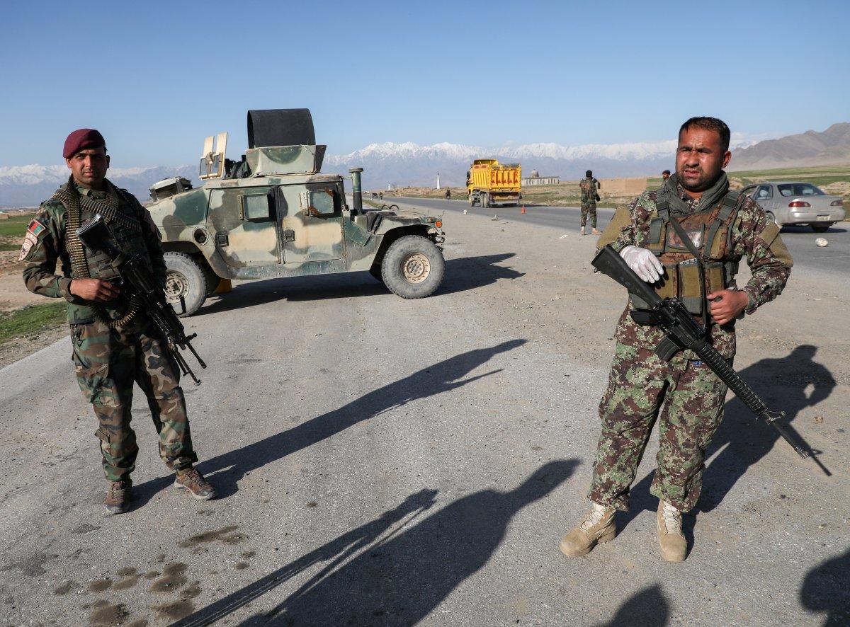 Taliban dan kaçan 300'den fazla Afgan askeri Tacikistan'a sığındı #1