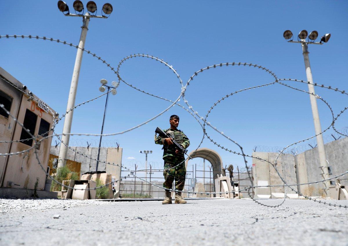 Taliban dan kaçan 300'den fazla Afgan askeri Tacikistan'a sığındı #2