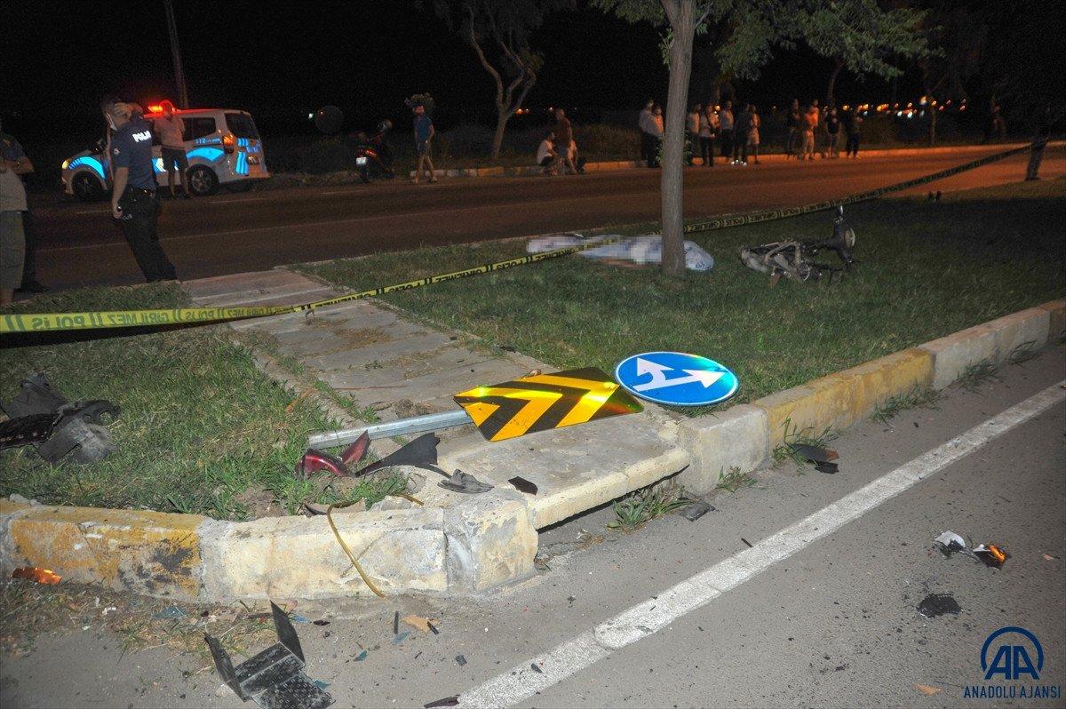 Antalya da otomobil ile elektrikli bisiklet çarpıştı: 2 ölü #2