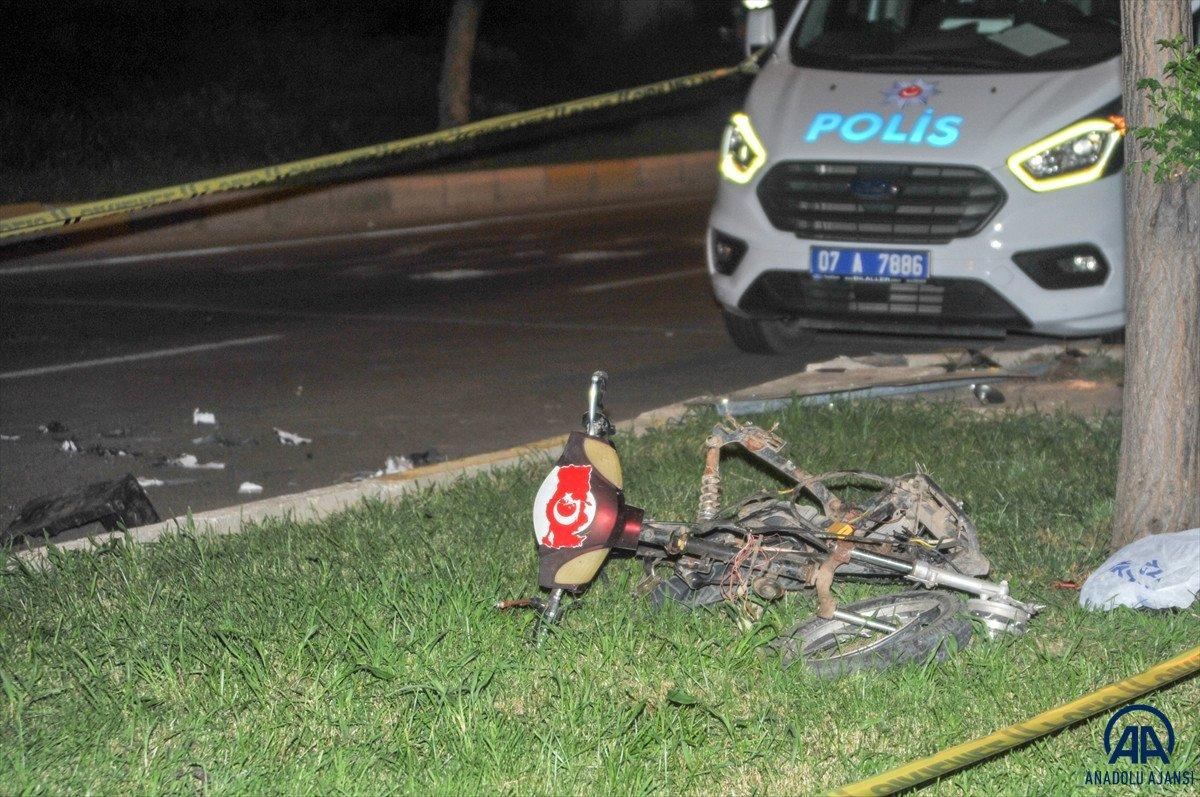 Antalya da otomobil ile elektrikli bisiklet çarpıştı: 2 ölü #3