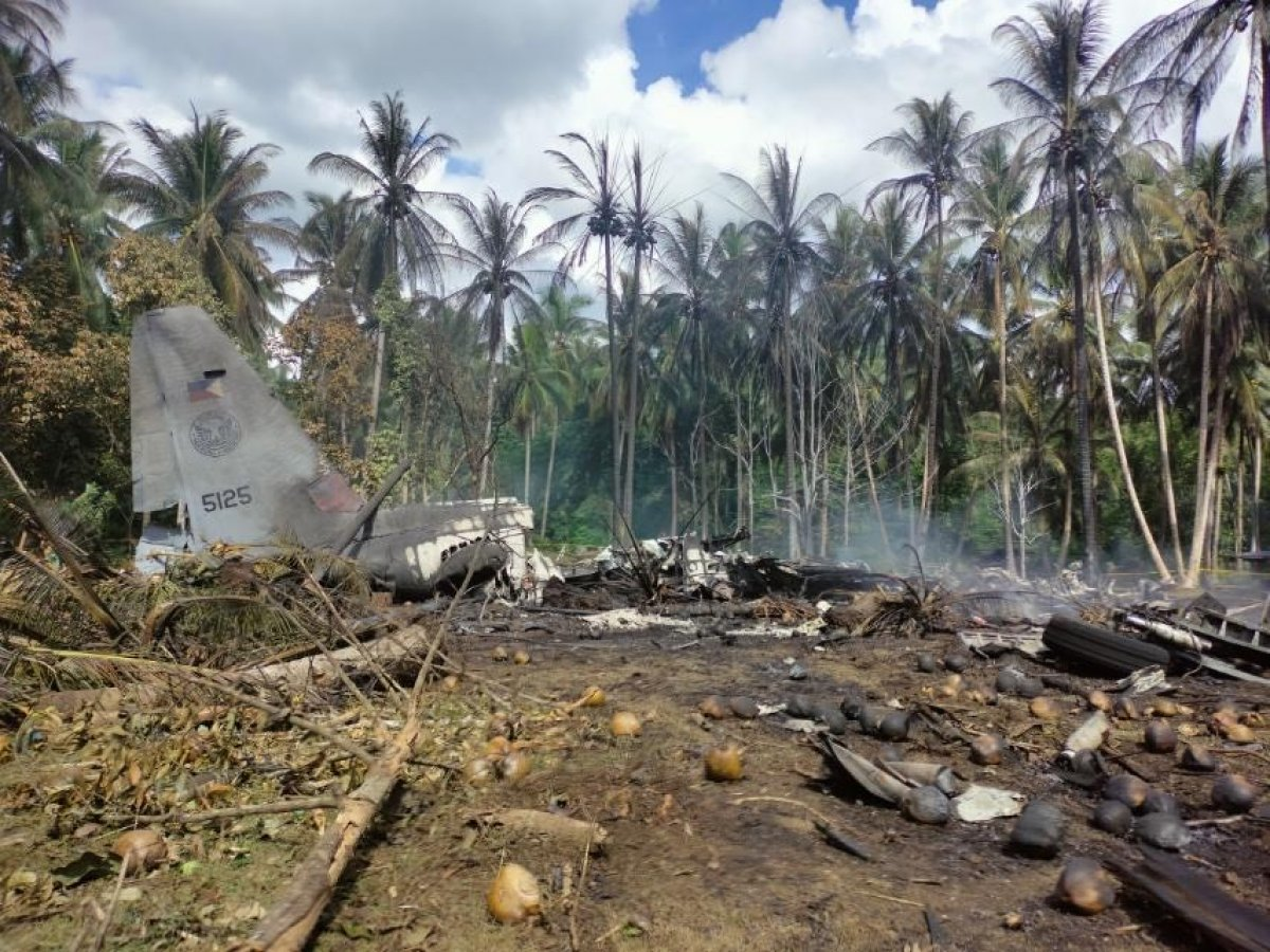 Filipinler'deki askeri uçak kazasında ölü sayısı 45'e yükseldi #1
