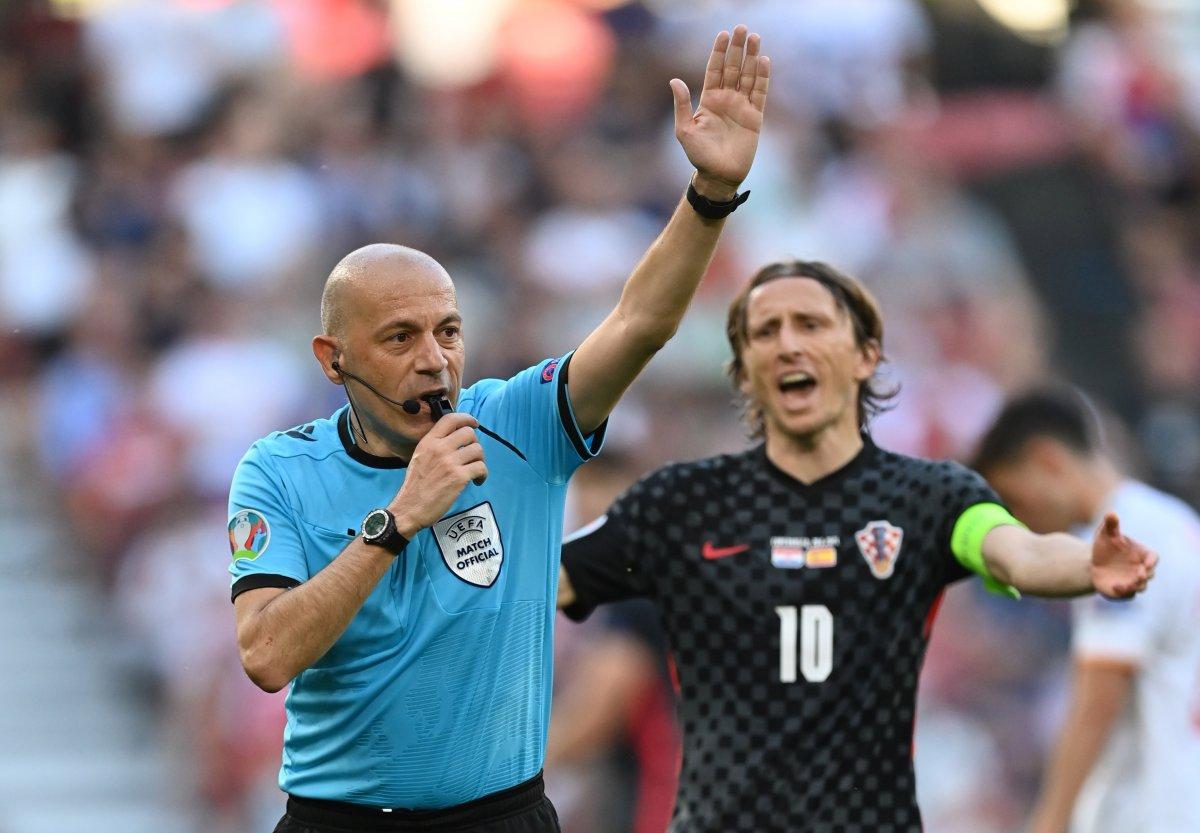 EURO 2020 de final maçı, Hollandalı hakem Kuipers in #3