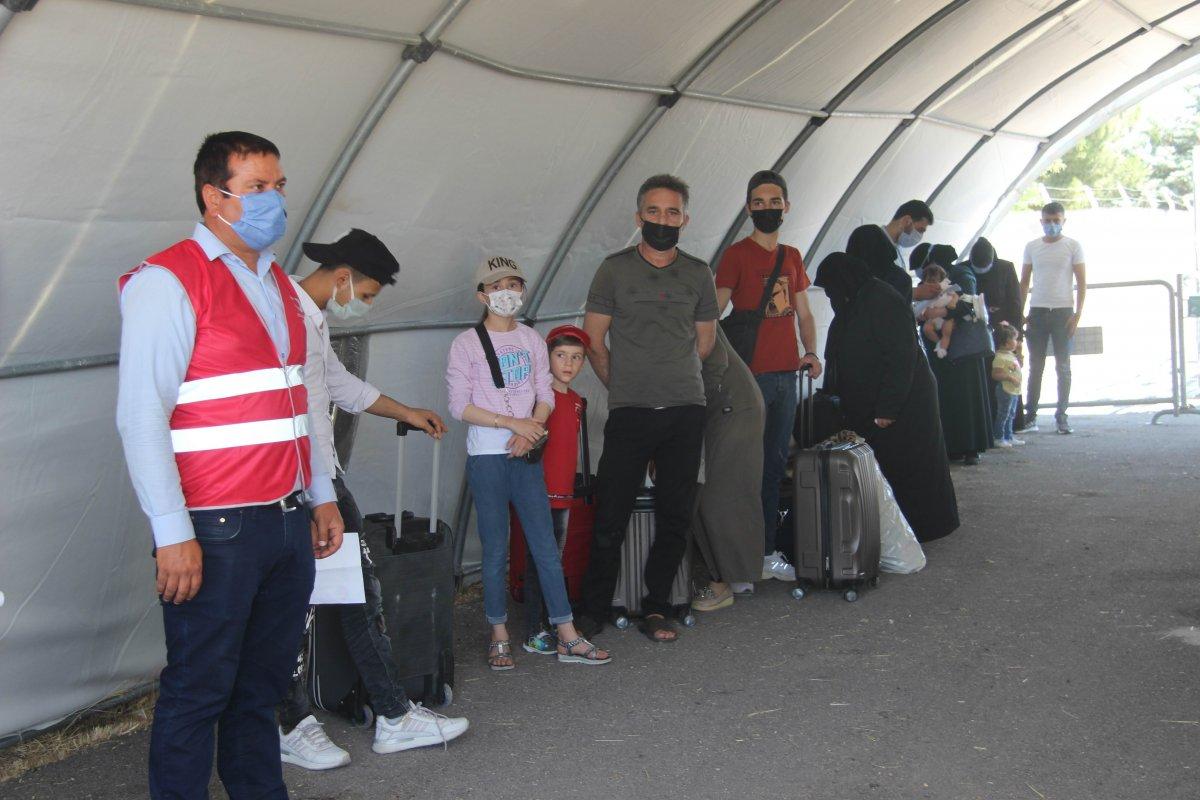 Suriyeliler bayram için Kilis ten ülkelerine dönüyor #6