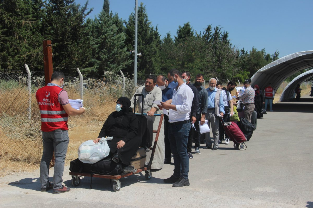 Suriyeliler bayram için Kilis ten ülkelerine dönüyor #7