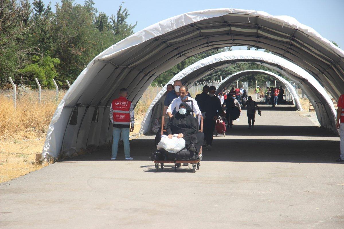 Suriyeliler bayram için Kilis ten ülkelerine dönüyor #3
