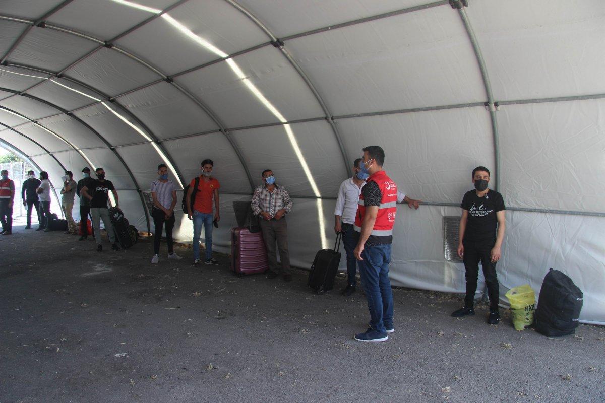 Suriyeliler bayram için Kilis ten ülkelerine dönüyor #5