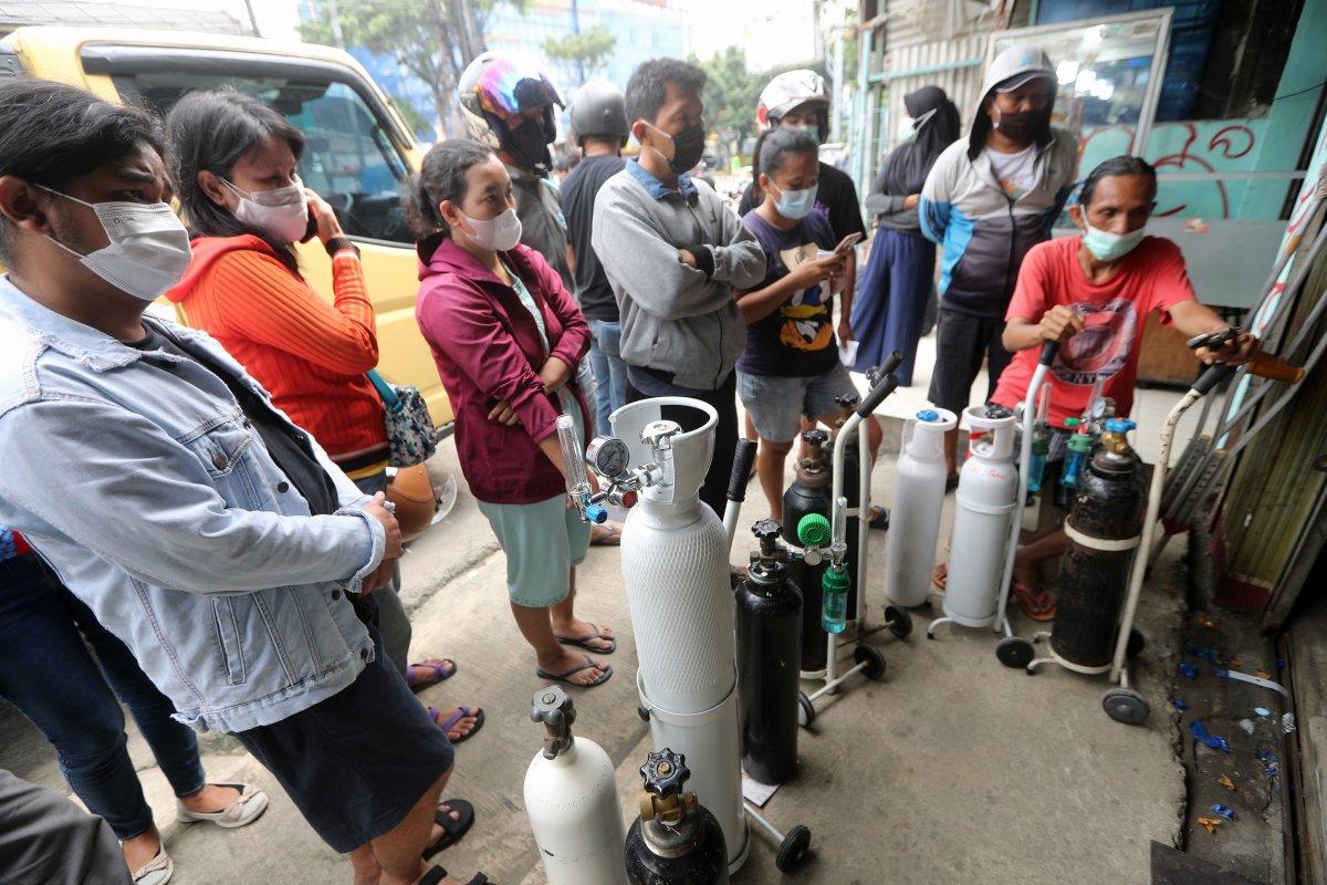 Endonezya'da delta mutasyonu yayıldı, hastanelerde oksijen stokları tükendi #1