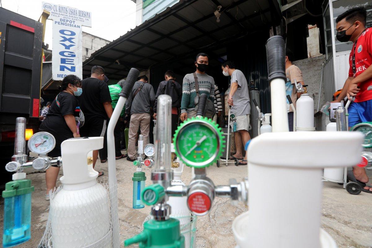 Endonezya'da delta mutasyonu yayıldı, hastanelerde oksijen stokları tükendi #2