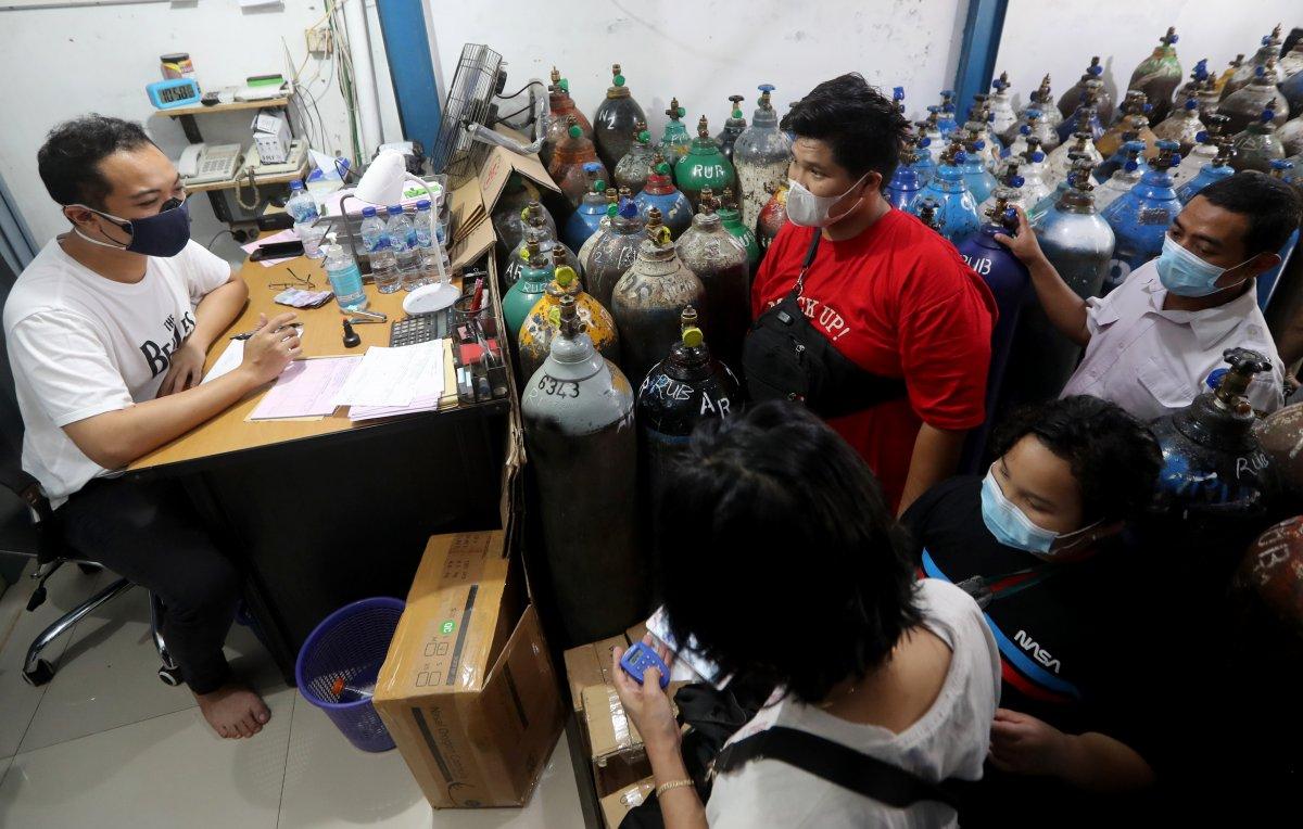 Endonezya'da delta mutasyonu yayıldı, hastanelerde oksijen stokları tükendi #3