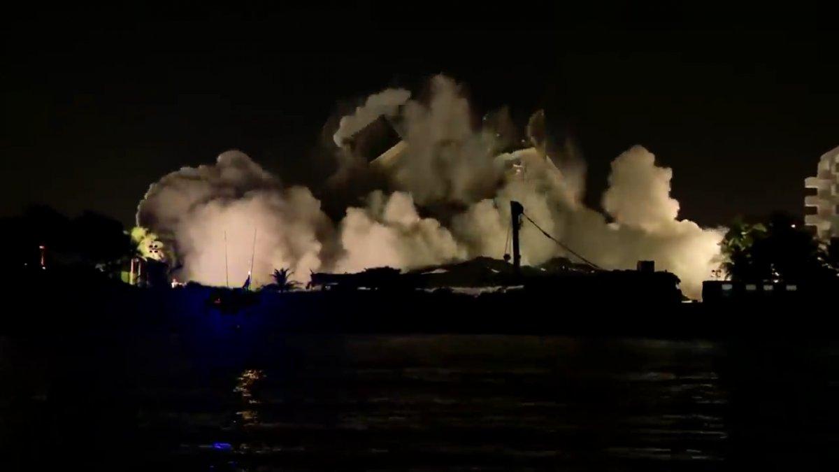 Miami de bir kısmı çöken binanın tamamı kontrollü şekilde yıkıldı #3