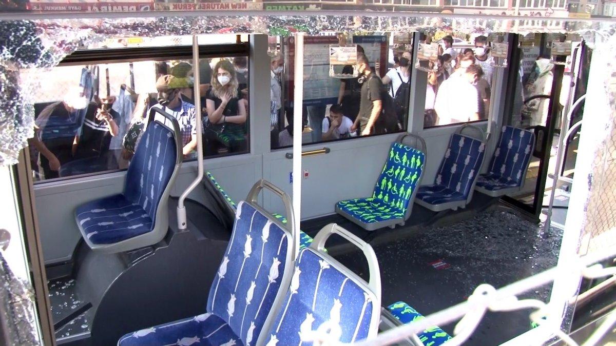 Küçükçekmece de metrobüs kazası #3