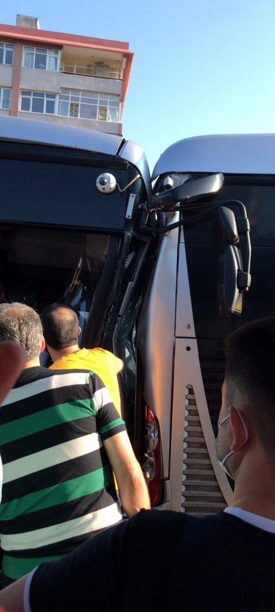 Küçükçekmece de metrobüs kazası #1