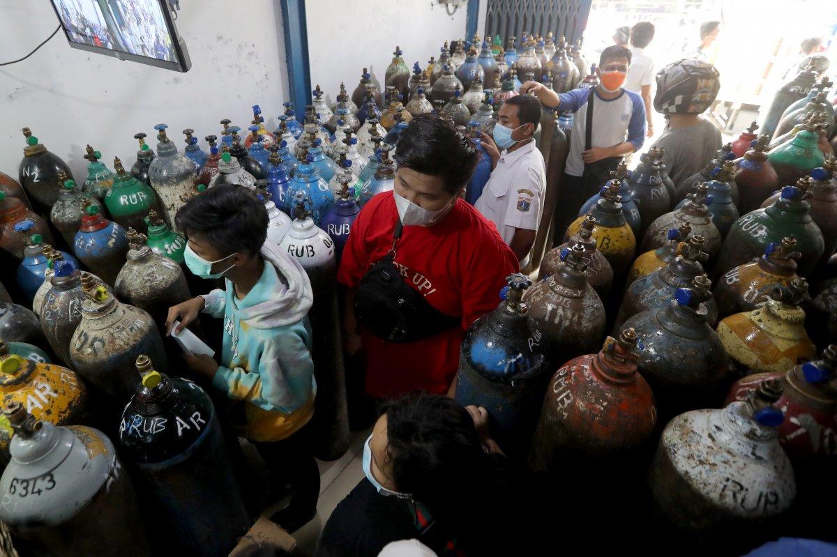 Endonezya'da delta mutasyonu yayıldı, hastanelerde oksijen stokları tükendi #4