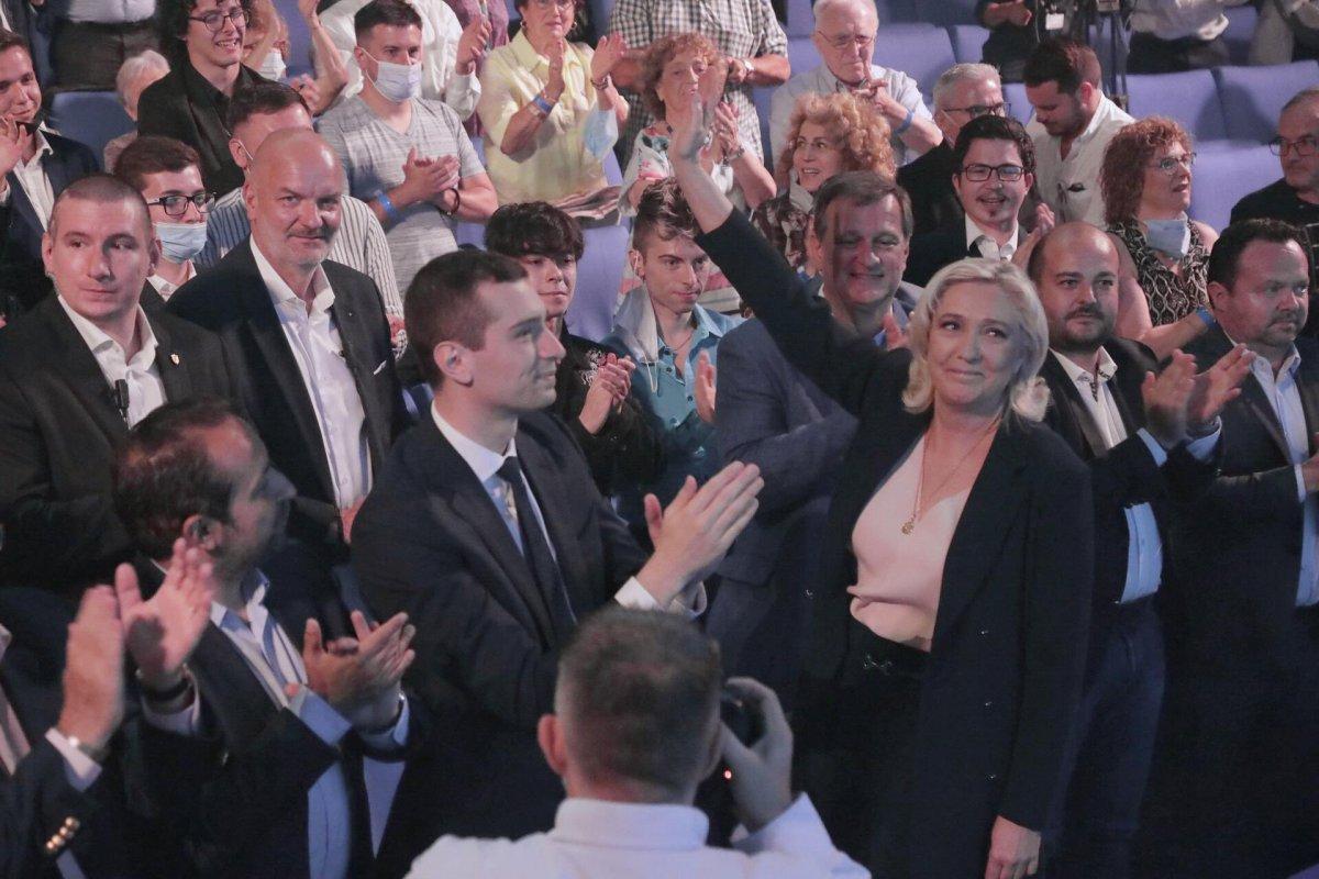 Marine Le Pen, yeniden Ulusal Birlik in liderliğine seçildi #1