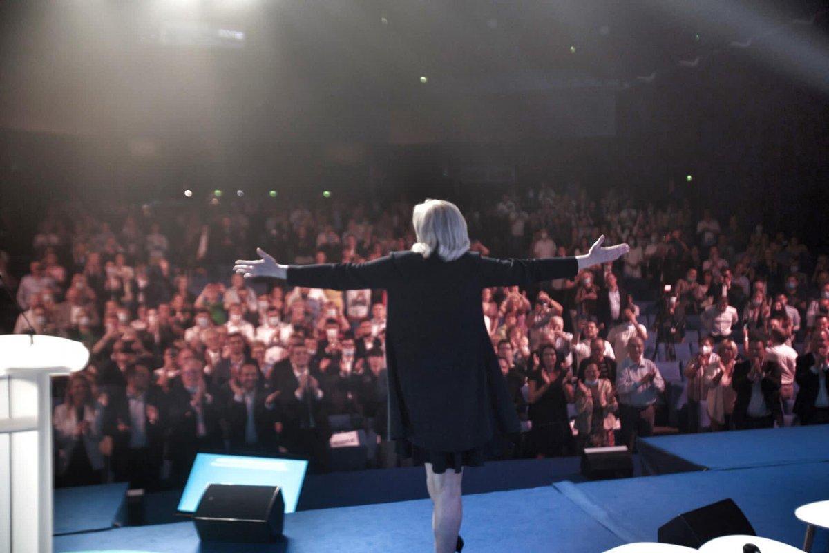 Marine Le Pen, yeniden Ulusal Birlik in liderliğine seçildi #3