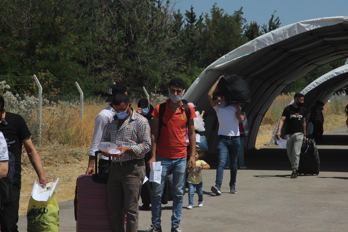 Suriyeliler bayram için Kilis ten ülkelerine dönüyor #2