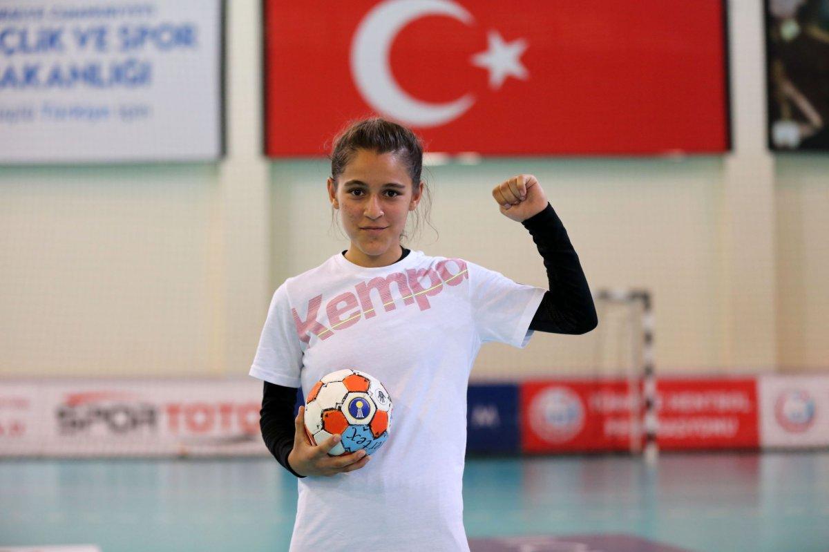 Şanlıurfalı minik hentbolcu Merve Akpınar: Köyümdeki kız çocuklarının kaderini değiştireceğim #1
