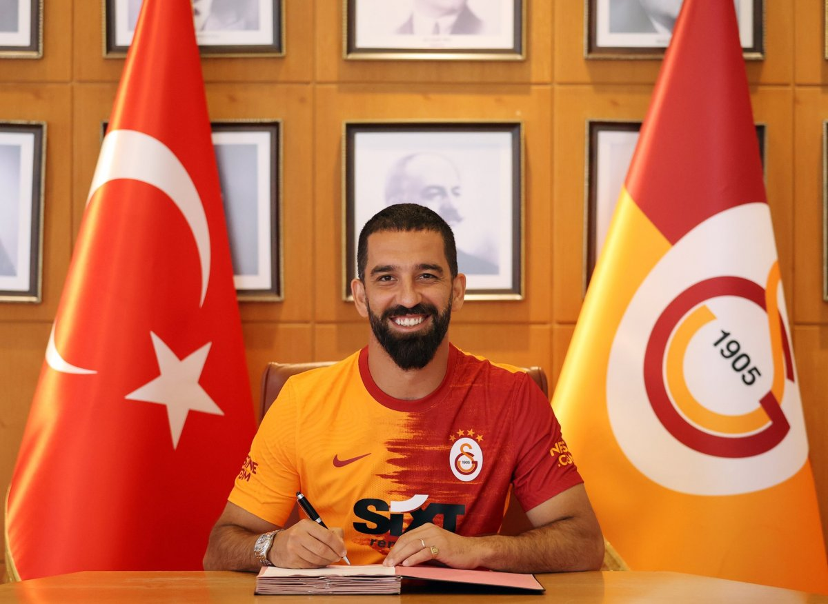 Galatasaray, Arda Turan ın sözleşmesini uzattı #1