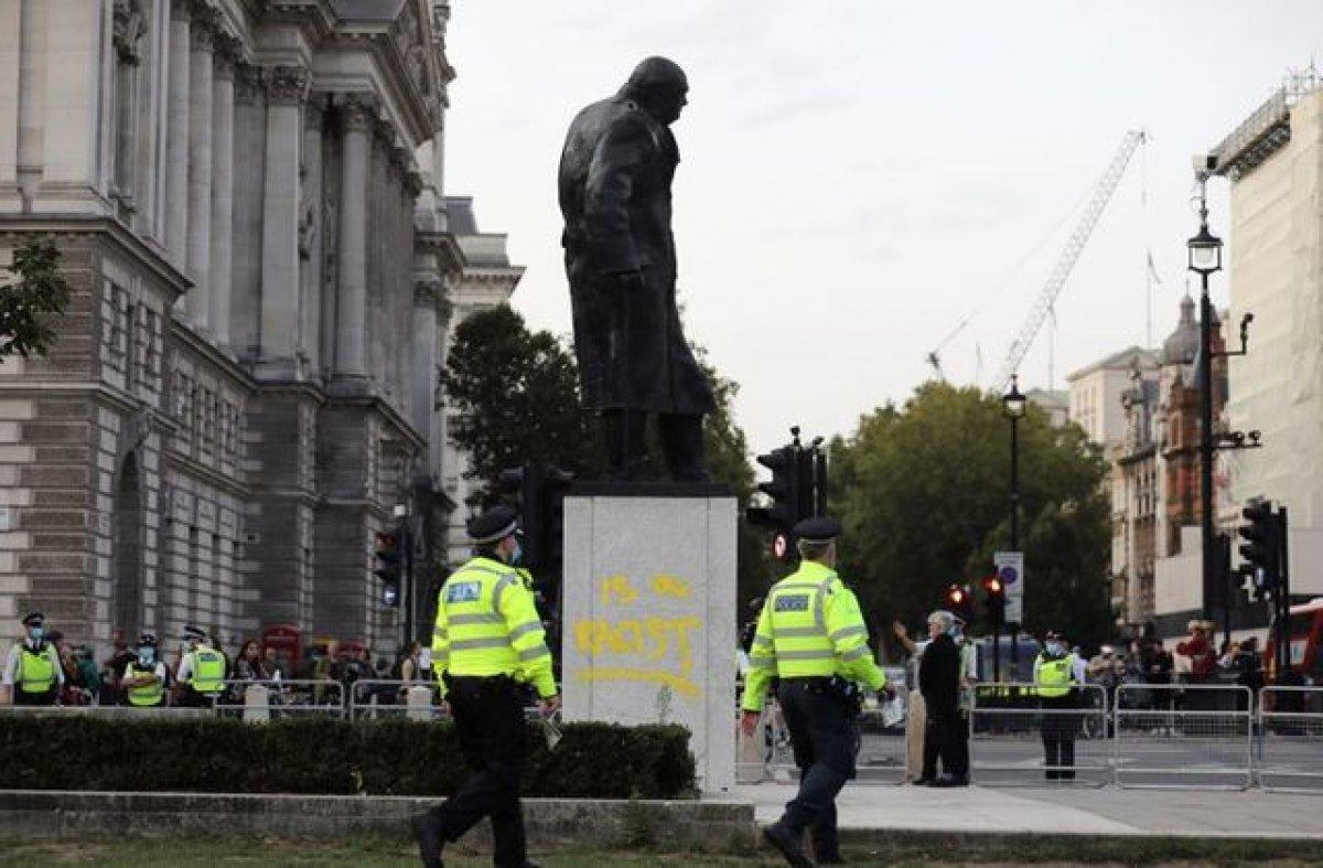 İngiltere de heykele gösterilen saygı Hz. Muhammed e gösterilmiyor tepkisi #1