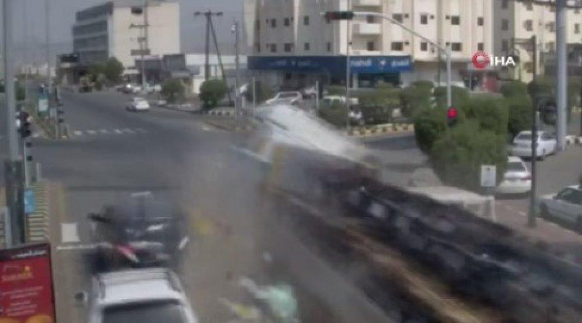 Suudi Arabistan'da tır araçları biçti #1