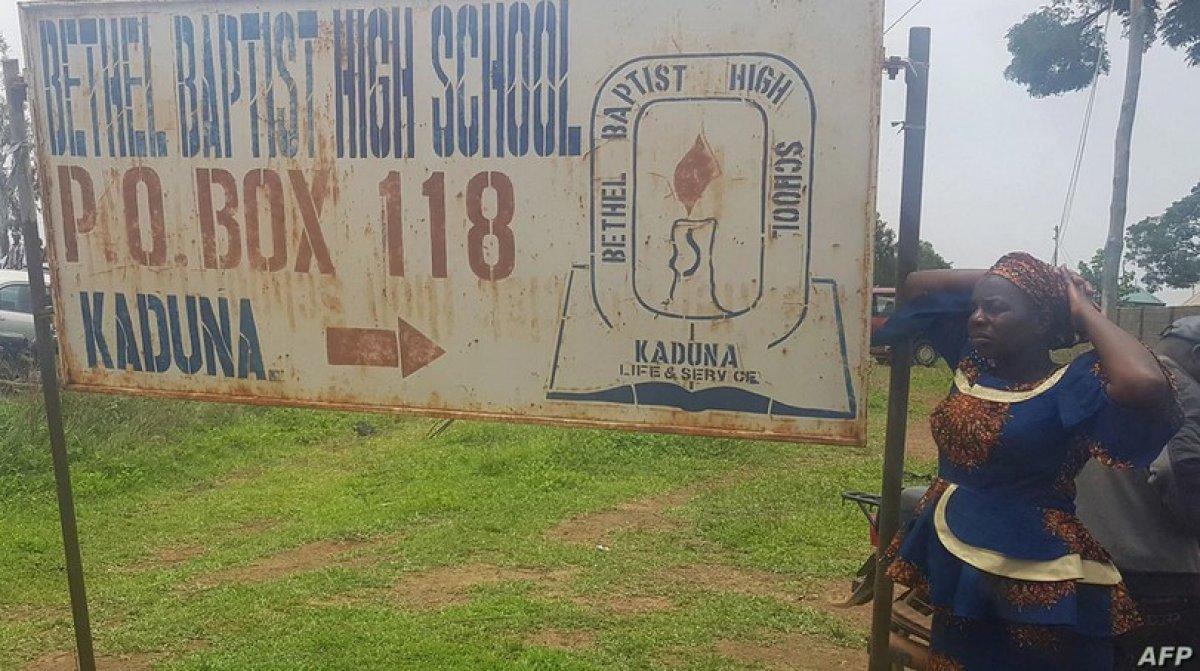 Nijerya da bir liseden 140 öğrenci kaçırıldı #1