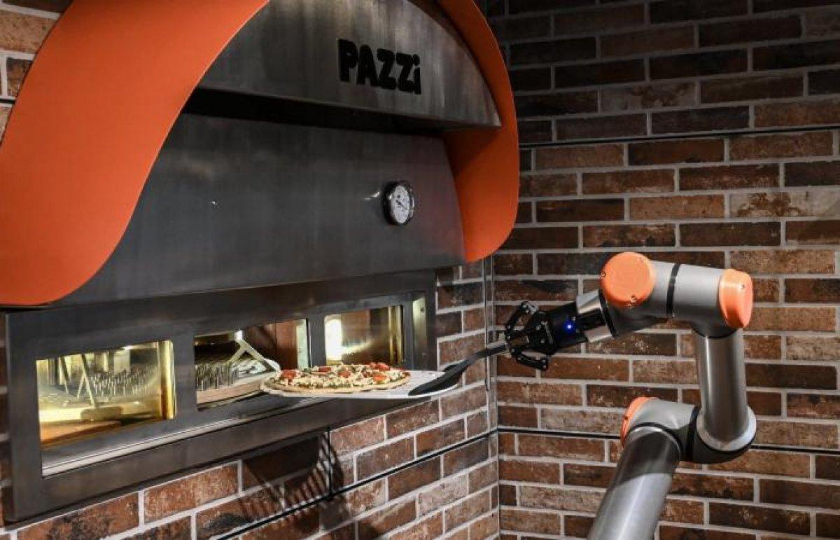 Pizzacı Robot Pazzi, Paris te işe başladı #4