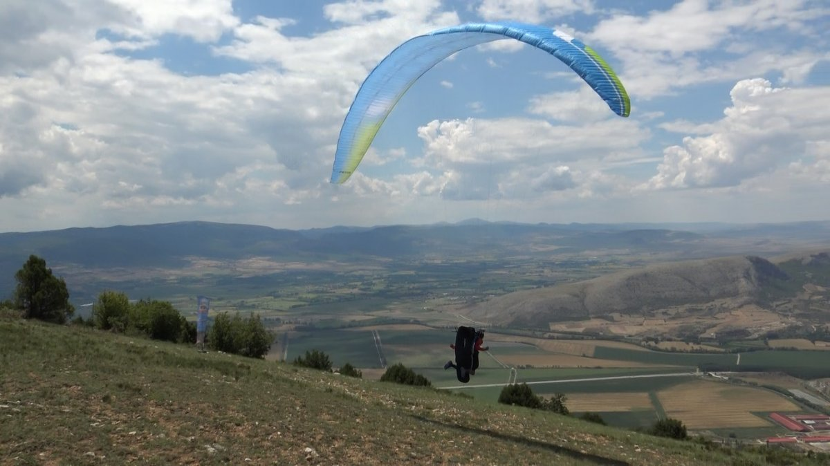 Tokat ta paraşüt kazası: Kolunu kırdı #1