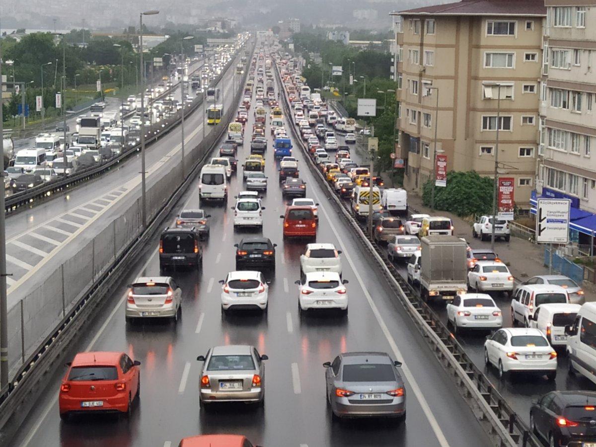İstanbul da trafik, durma noktasına geldi #1