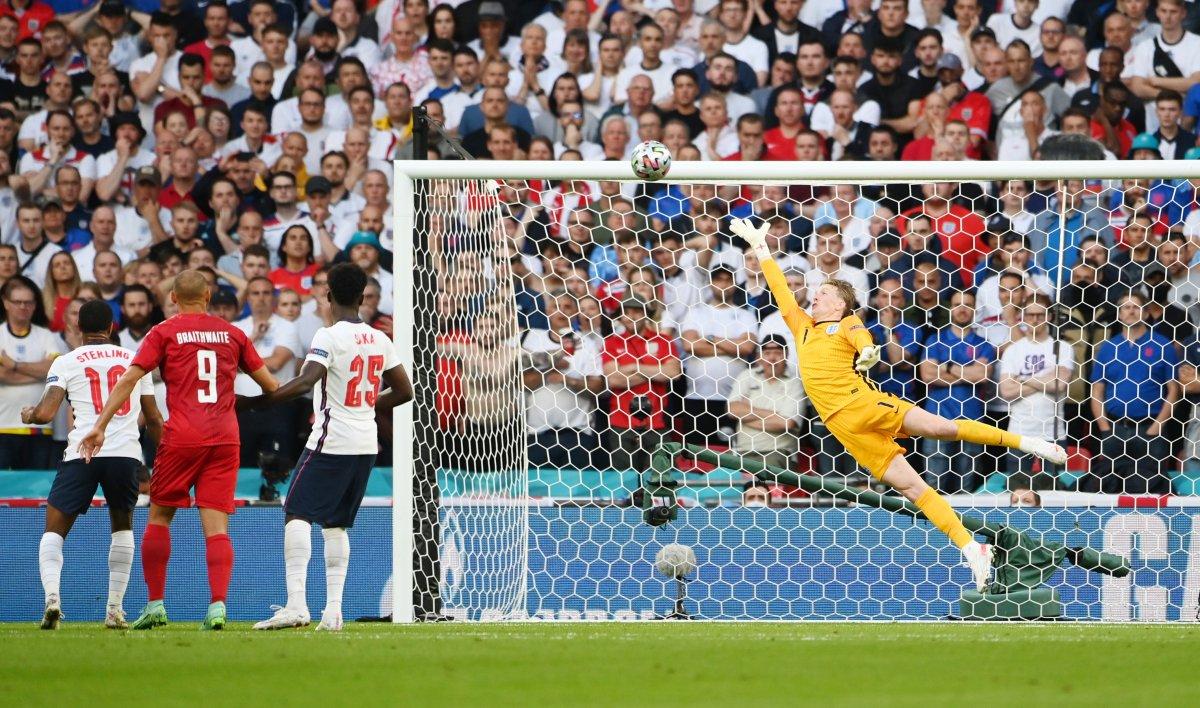 Danimarkalı Mikkel Damsgaard dan İngiltere ye harika frikik golü #1