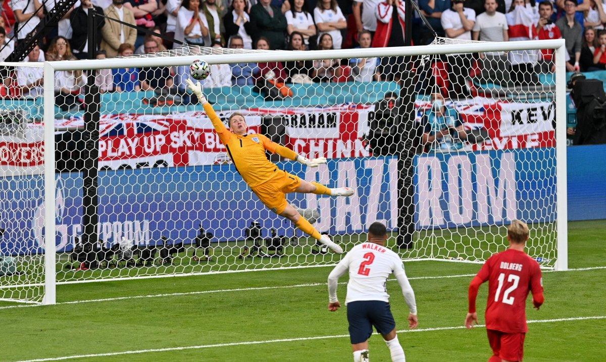 Danimarkalı Mikkel Damsgaard dan İngiltere ye harika frikik golü #4
