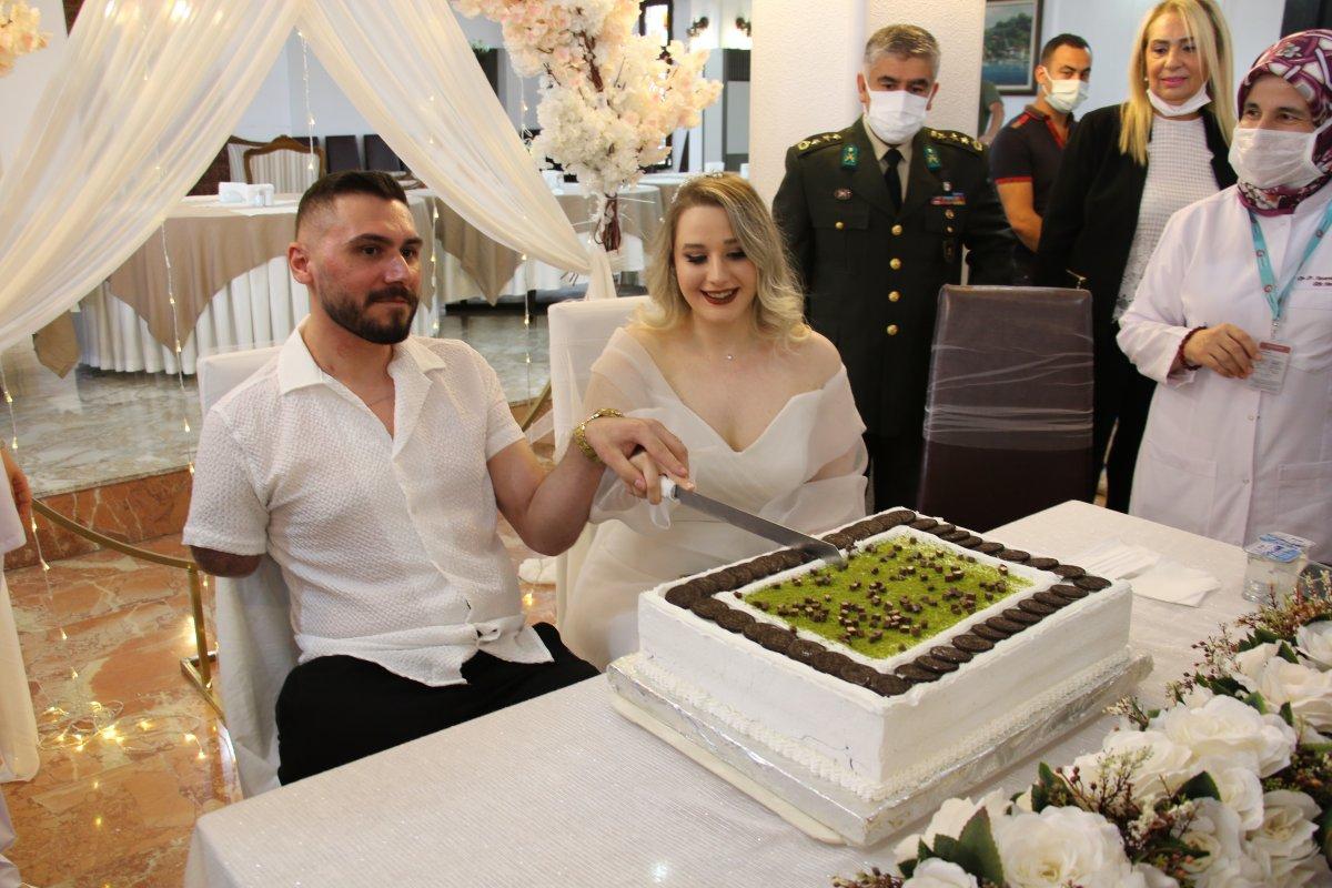 Pençe-Şimşek Harekatı gazisi, tedavi gördüğü hastanede evlendi  #4
