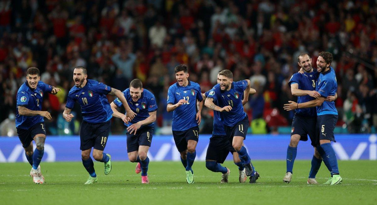 EURO 2020 de İspanya yı penaltılarda eleyen İtalya finalde #8