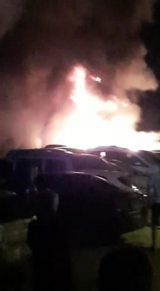 Mersin de otoparkta çıkan yangında 12 araç kül oldu #2