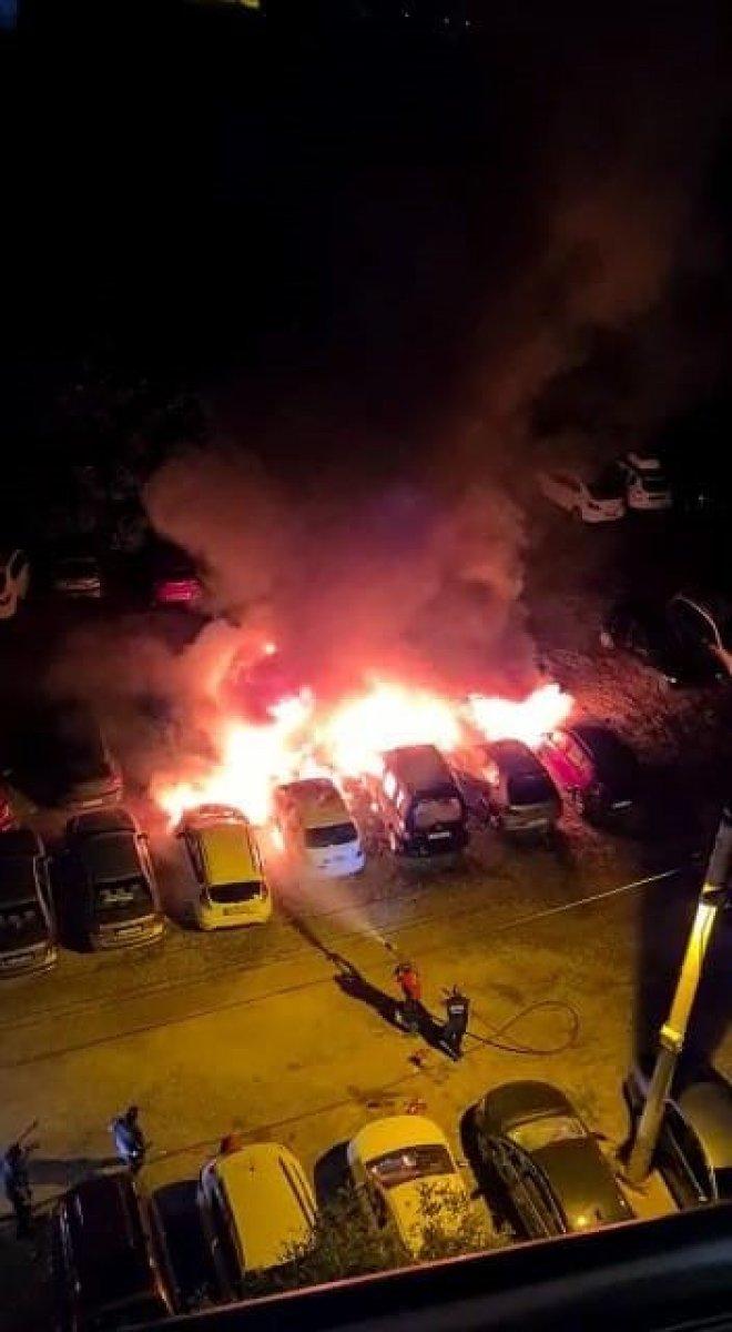 Mersin de otoparkta çıkan yangında 12 araç kül oldu #1