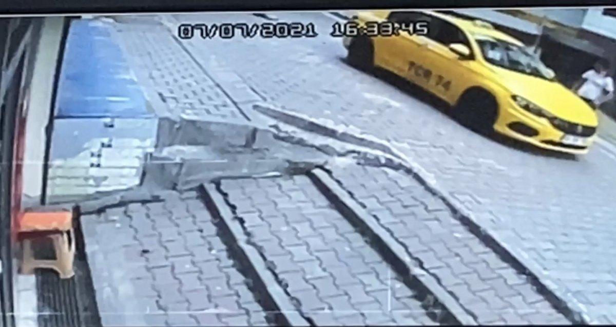 Kağıthane de taksicinin ezdiği çocuk yaşamını yitirdi #1
